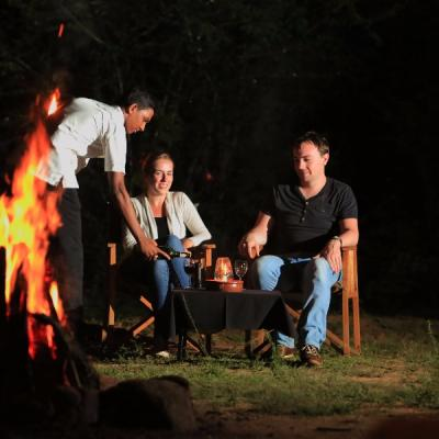 Mahoora guests relaxing after the evening safari - Yala National Park